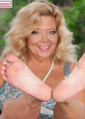 Ножки пожилых (Карен Саммер) - фото сет 5