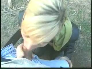 Трахнул в попку жену друга в лесу возле машины