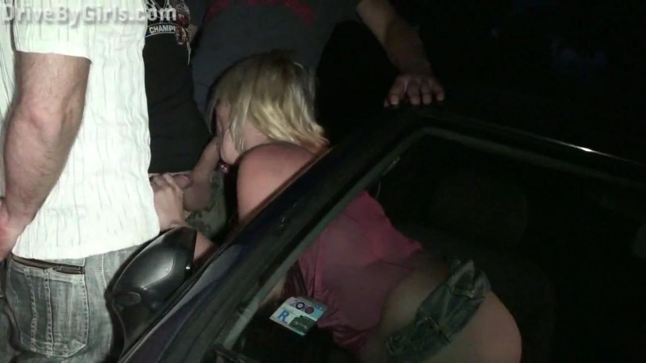 Порно у машины поочереди