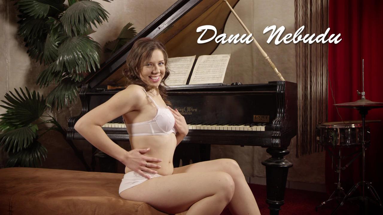 Девушке хочется секса, а не игры на фортепиано