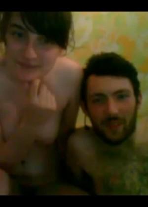 Молодая пара с Кавказа уныло шалит на вебку