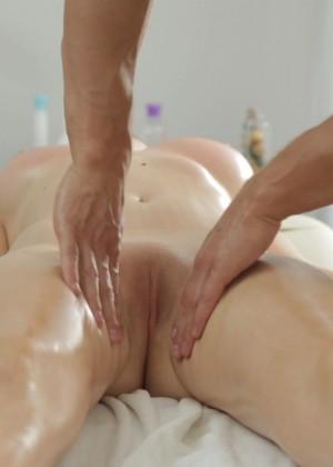 Marina Visconti дала массажисту
