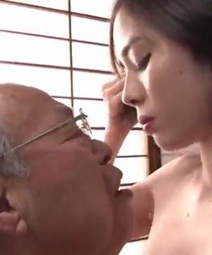 Молодые японки с пожилыми дедками