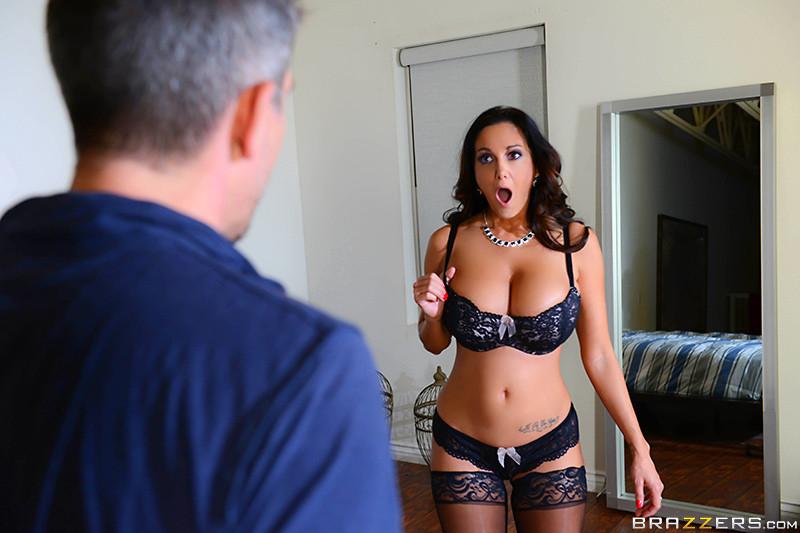 Голые актрисы кино музыки скачать эротическое видео