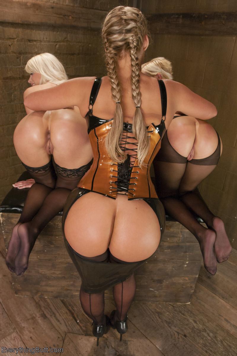 Лесбийский анал с блондинкой