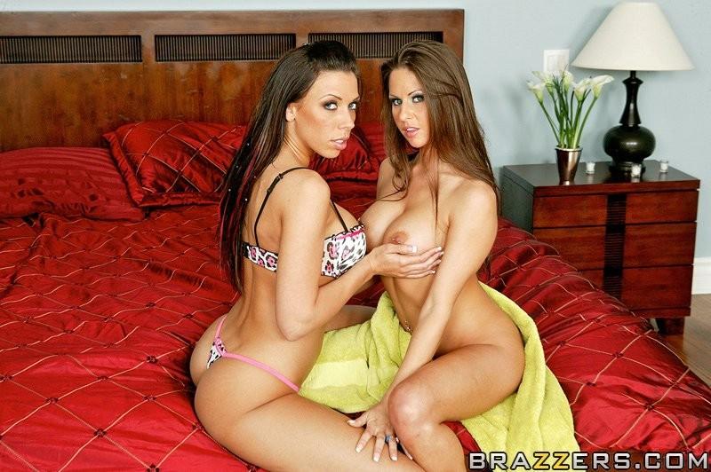 Сексуальные лесбиянки с большими титьками