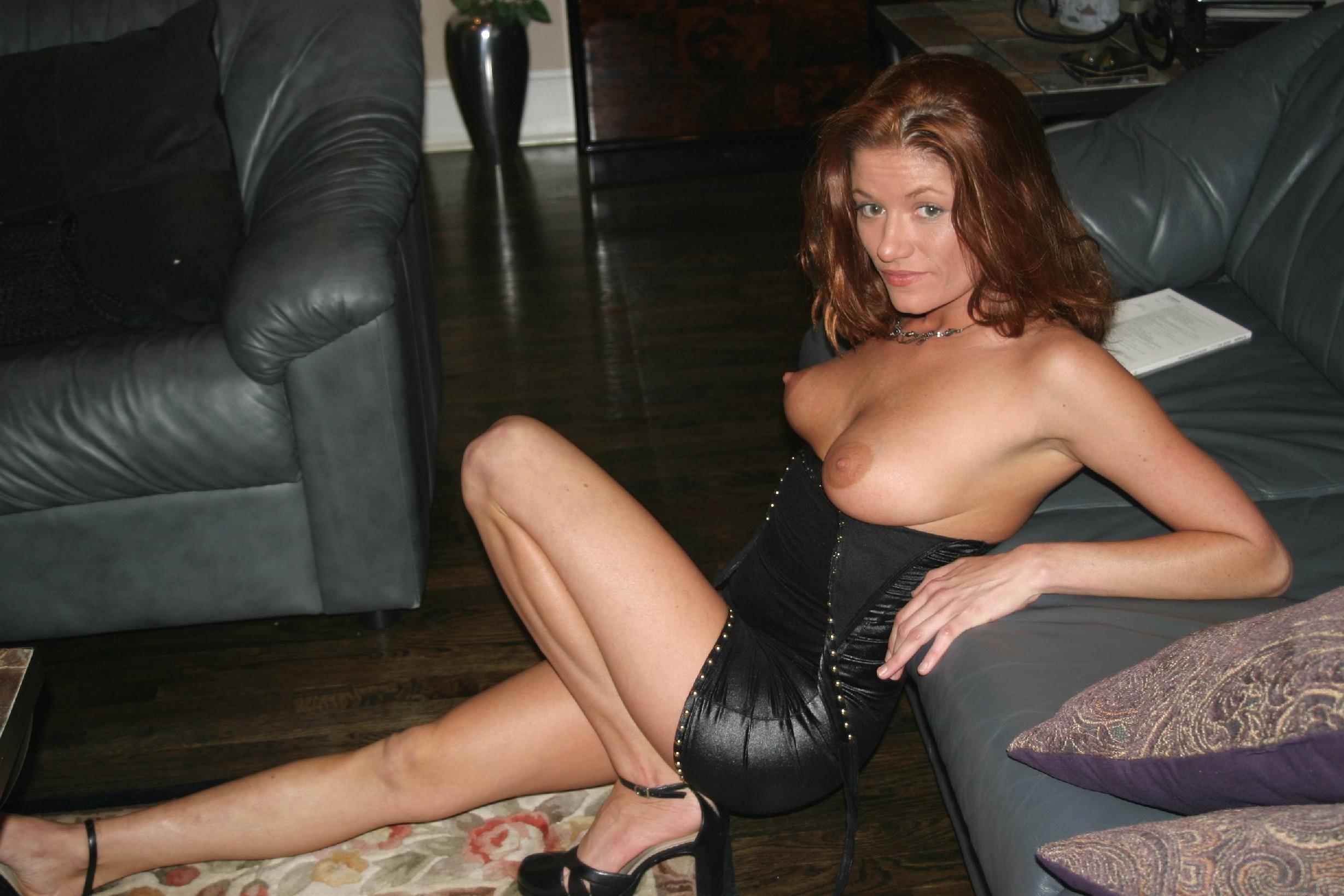 Люцилла хранит большую коллекцию фотографий, на которых она всегда очень сексуальна