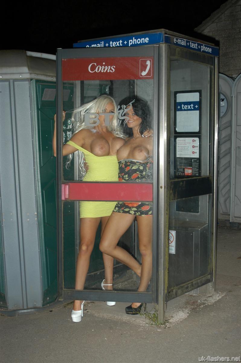 Две шикарные блондинки и одна брюнетка обожают весело проводить время и фоткать друг друга в обнаженном виде