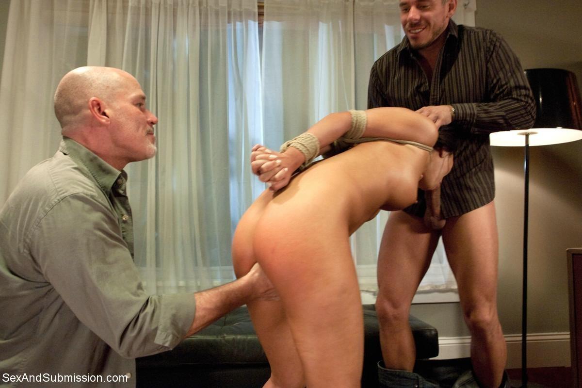 Аса Акира готова на любые унижения, лишь бы ее партнеры получали максимум удовольствия