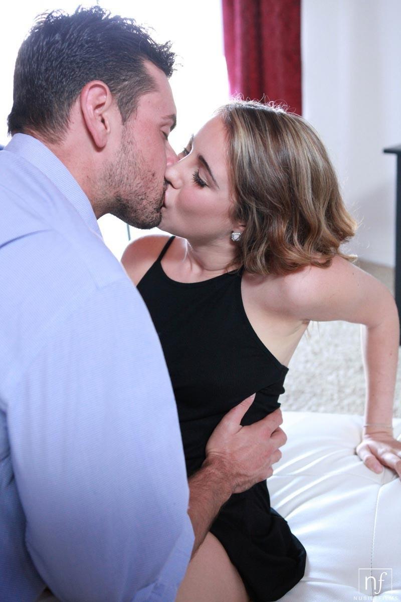 Кинсли Эден совокупляется с нежным мужчиной – красивый секс с прелюдиями  понравится многим