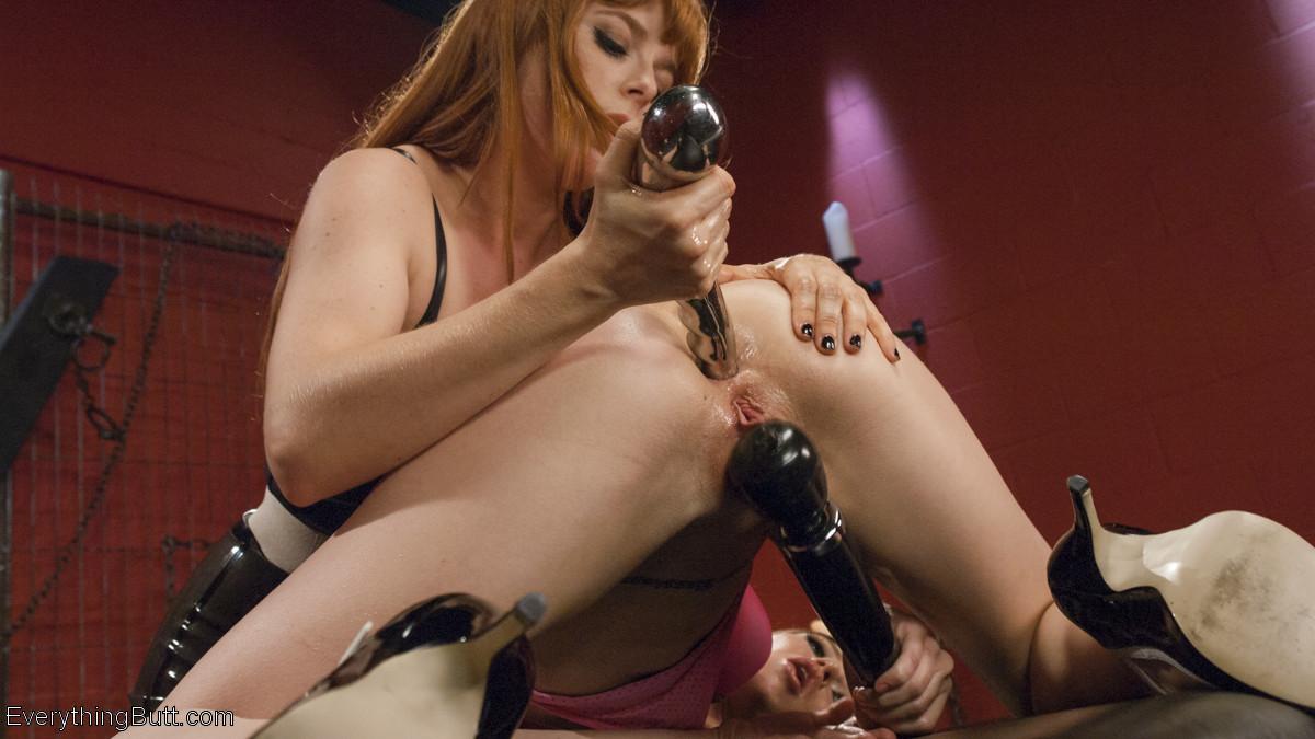 Эти девушки знают, как получать удовольствие с помощью интересных игрушек