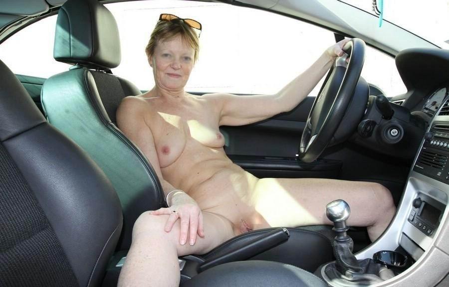 Телочек возбуждает быстрая езда на автомобиле, им частенько хочется трахнуться в салоне