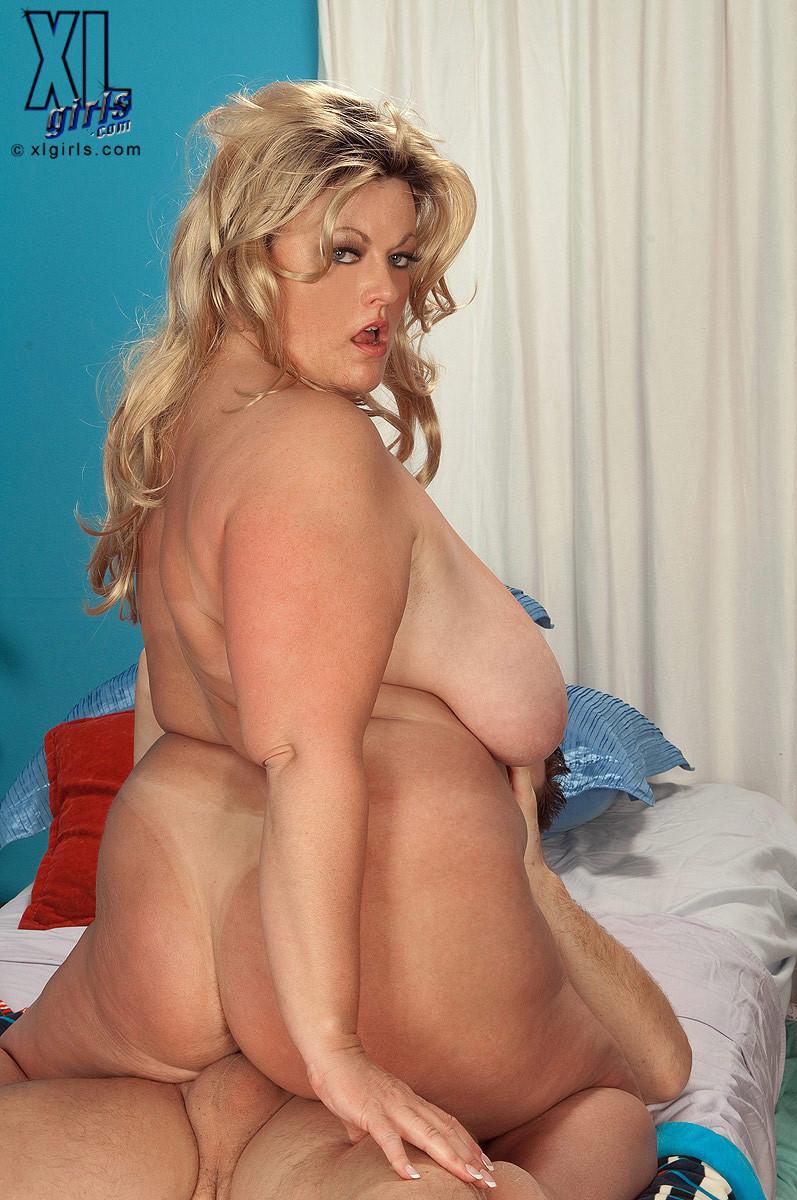 Брианна Фальконе – знатная толстуха, которая может соблазнить мужчину минетом и сесть на член