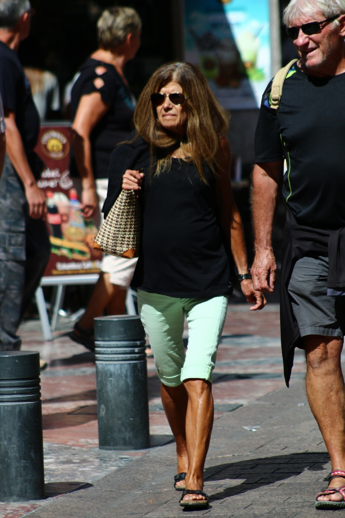 Зрелые женщины показывают, что они следят за модой и знают, как выглядеть эффектно всегда