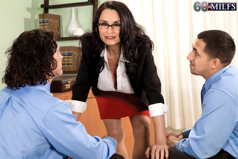 Рите Дэниэлс захотелось секса на работе
