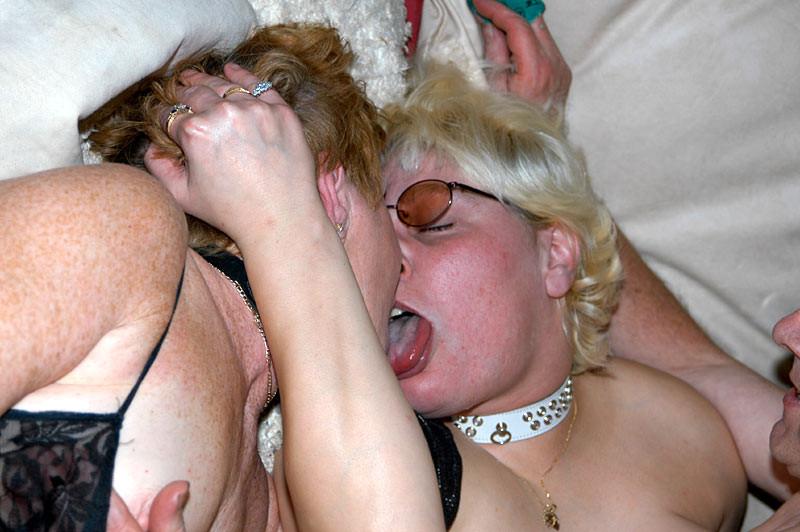 Костюмированная вечеринка для взрослых пар всегда подразумевает под собой шикарную оргию в конце