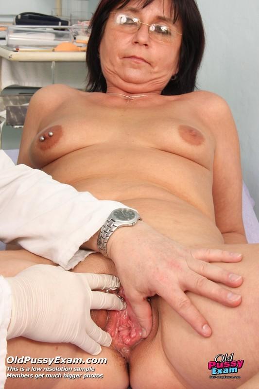 Эротика пожилая женщина у гинеколога, порно русское я стесняюсь
