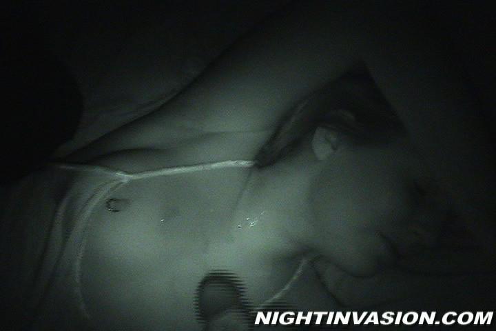 Любитель ночных приключений предпочитает не будить жену для секса