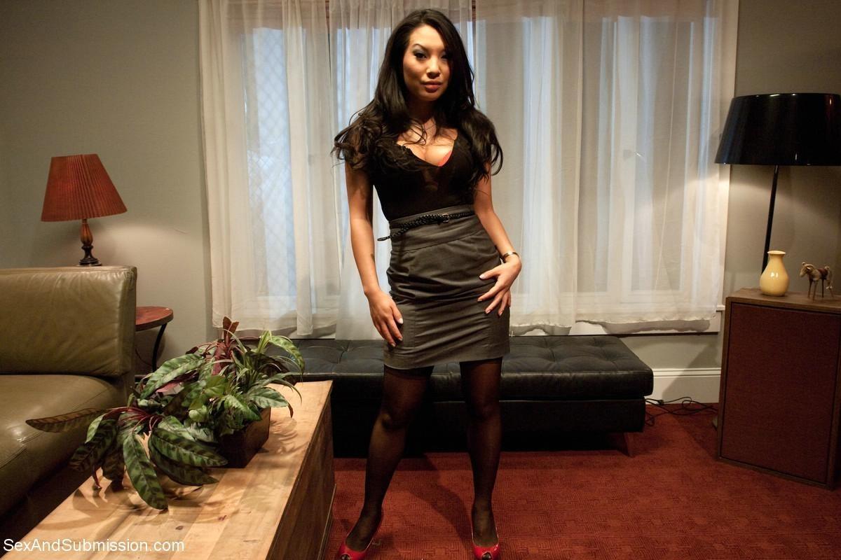 Аса Акира известна своей любовью к сексу – ее ебут, как хотят, а она только кайфует