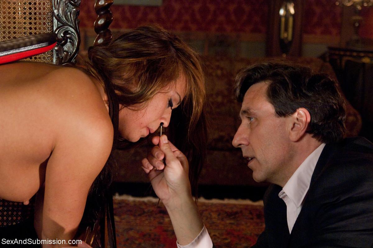 Стив Холмс приобрел себе  грудастую азиатскую шлюху Миа Лелани и готов ее испробовать