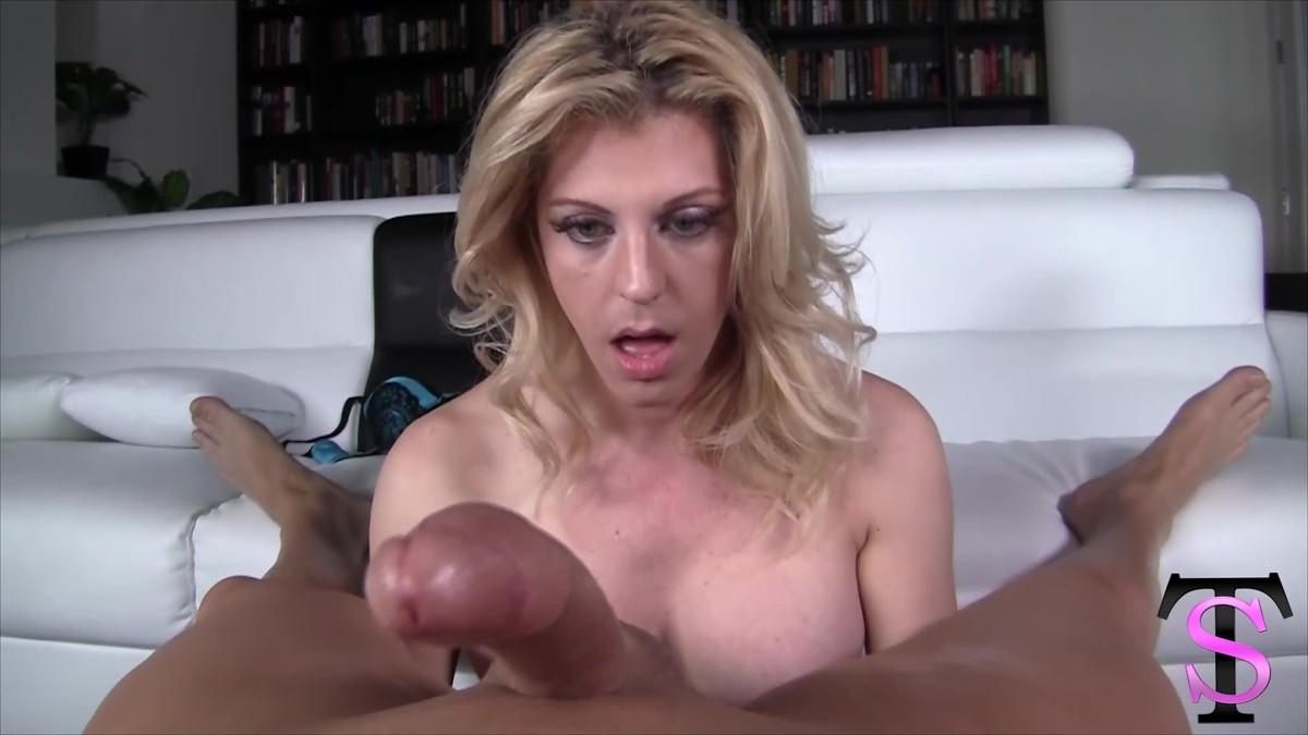 Тара Скотт дрочит хер своему знакомому, который не хочет, чтобы этот транс имел его задницу