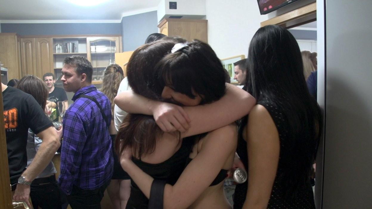 Крутая вечеринка была завершена дикой оргией по всем комнатам