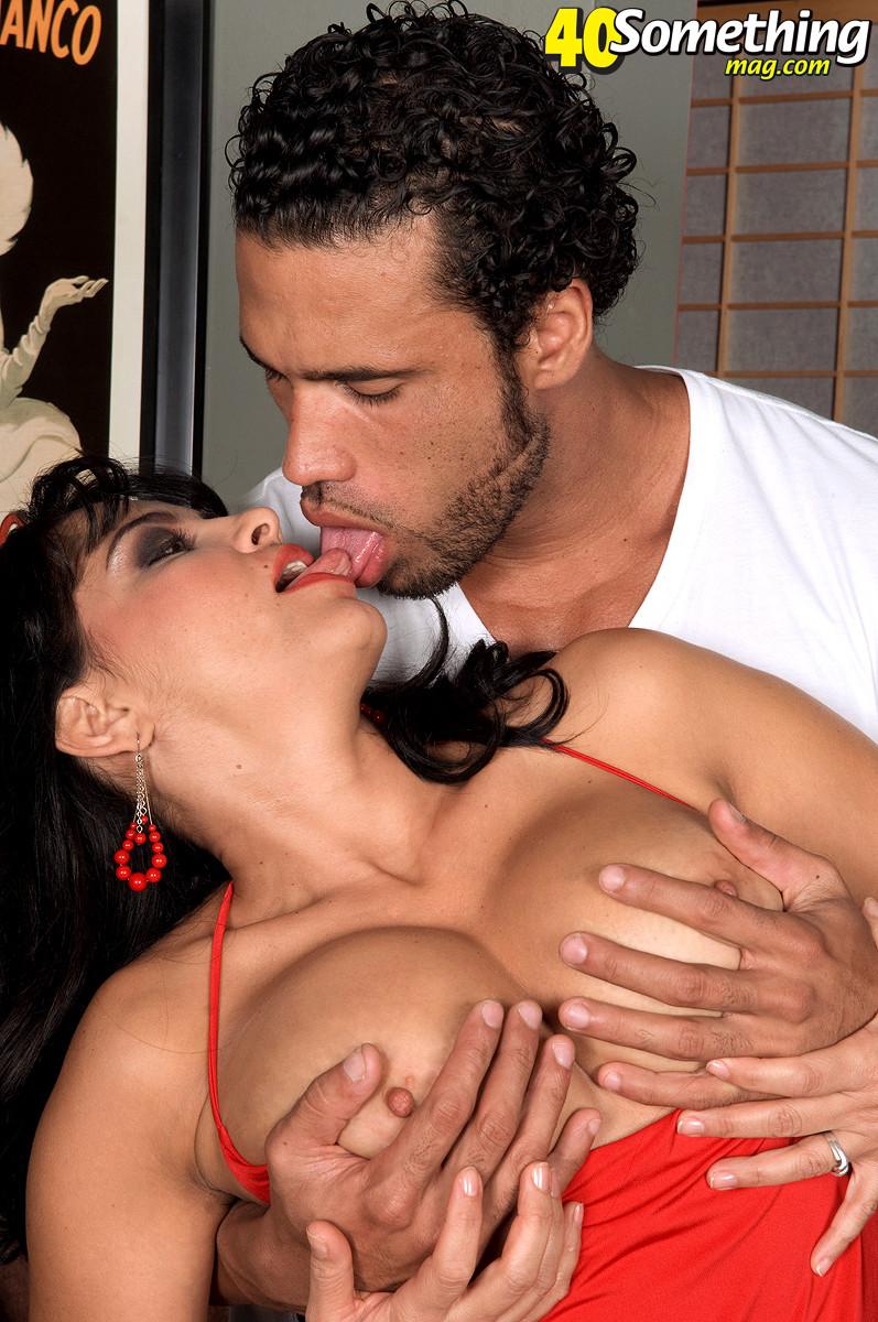 Валери Лопез – опытная шлюшка, которая знает, как удовлетворить мужчину и поразить его своим темпераментом