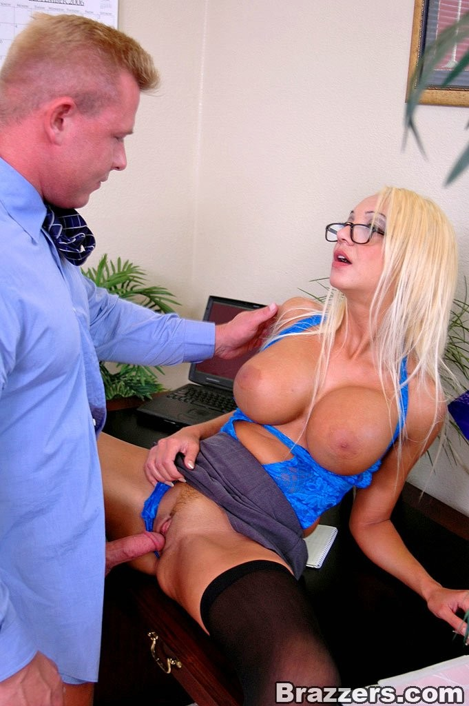 Секс с секретаршей с большими сиськами фото 96886 фотография