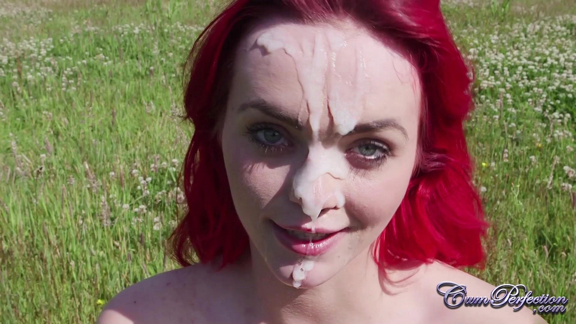 Жасмин Джеймс с красными волосами сосет прямо на природе и добивается спермослива на лицо