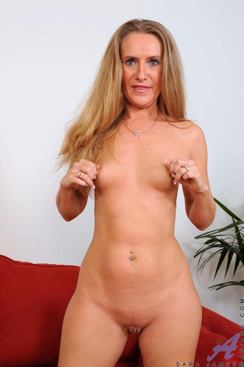 Опытная женщина знает, как доставлять себе удовольствие, при этом используя только лишь пальчики