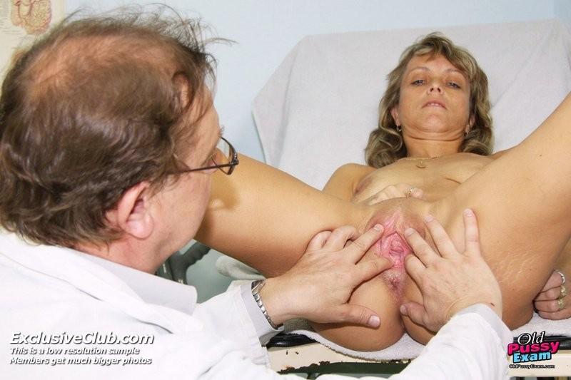 Зрелая Владимира заботится о своем здоровье, поэтому приходит к гинекологу на тщательный осмотр