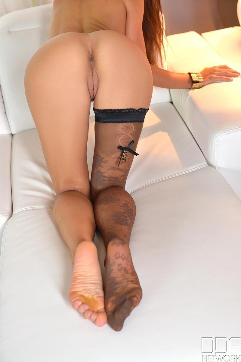 Лорена Гарсиа – эффектная испанская брюнетка, которая буквально источает собой секс, ее захочет каждый