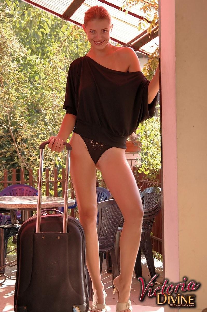 Голая худая девушка Виктория