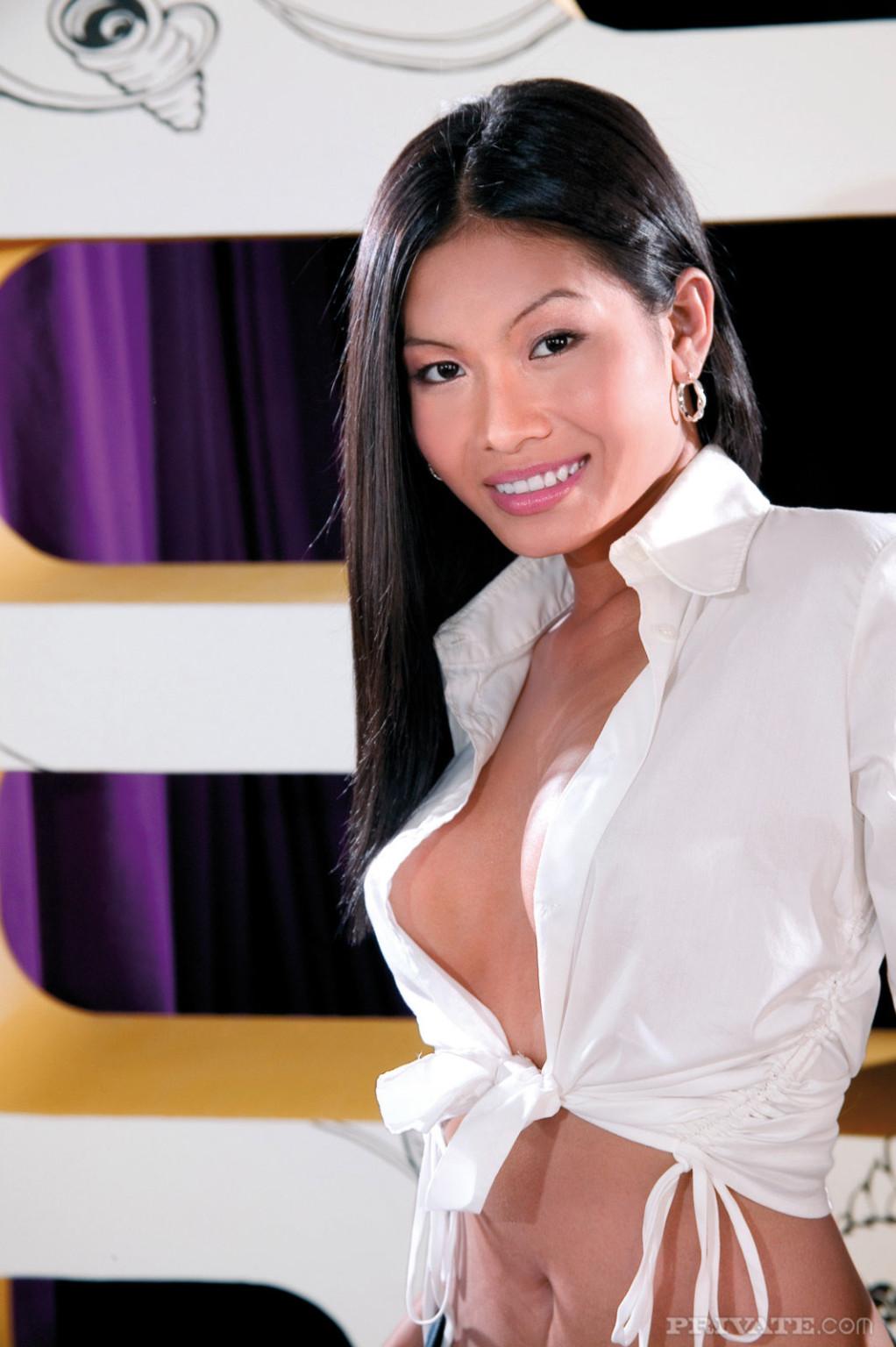 Парнишка устроил для сексапильной азиатке двойное проникновение