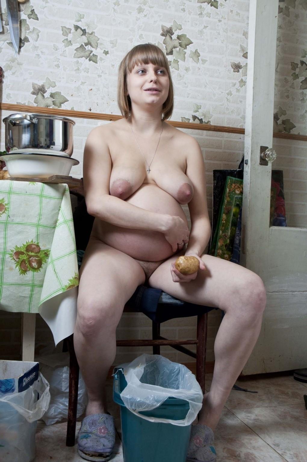 Беременные телочки готовы на всё, лишь бы почувствовать себя сексуальными – они всем показывают свои тела
