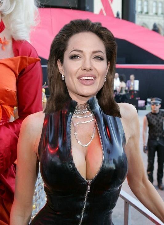 Знаменитая Анжелина Джоли оказывается порно-звездой благодаря опытным любителям фотошопа