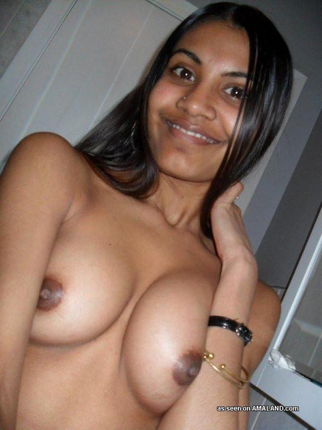 Дикие индийские красотки готовы на многое, лишь бы показать себя самыми красивыми и сексуальными