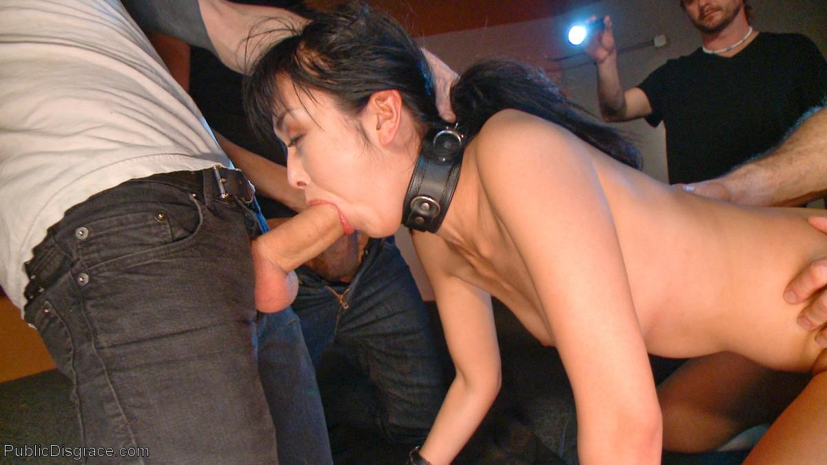 Жестокий секс с хорошей телкой азиатской внешности на полу в подвале