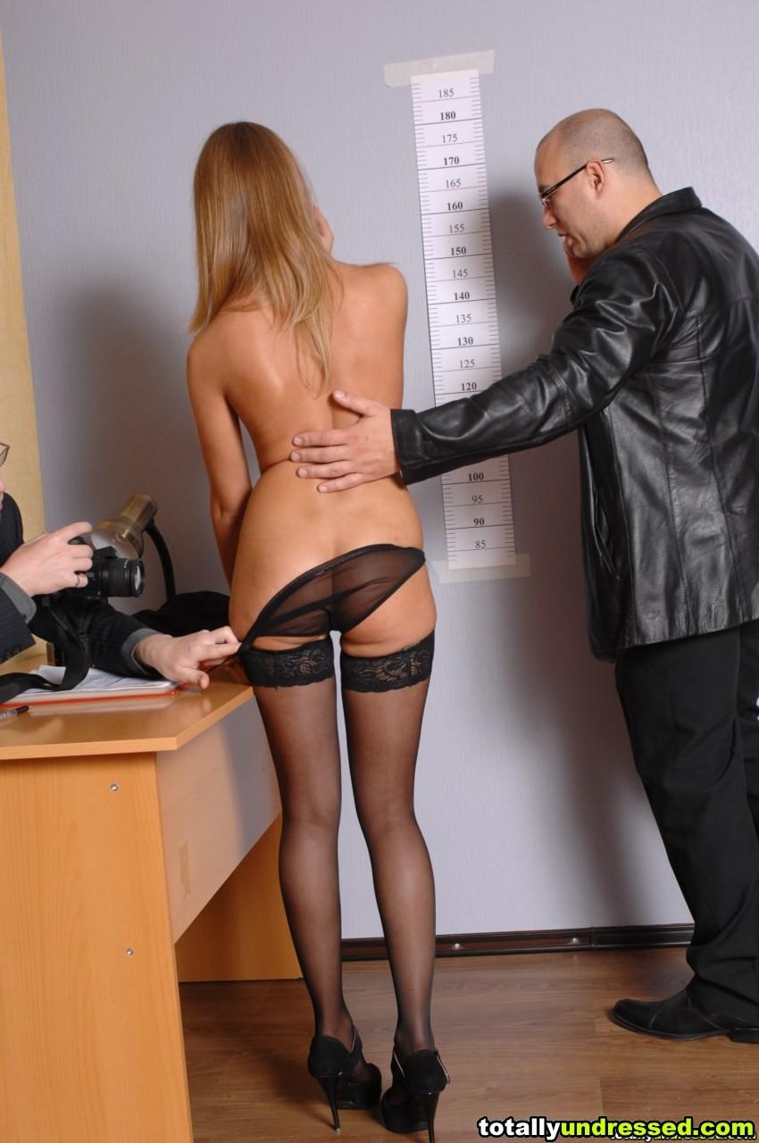 Лесбиянки лижет русское порно пришла устраиваться на работу секретаршей