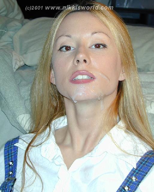 Блондинка балуется с горячей спермой которая осталась у нее на лице