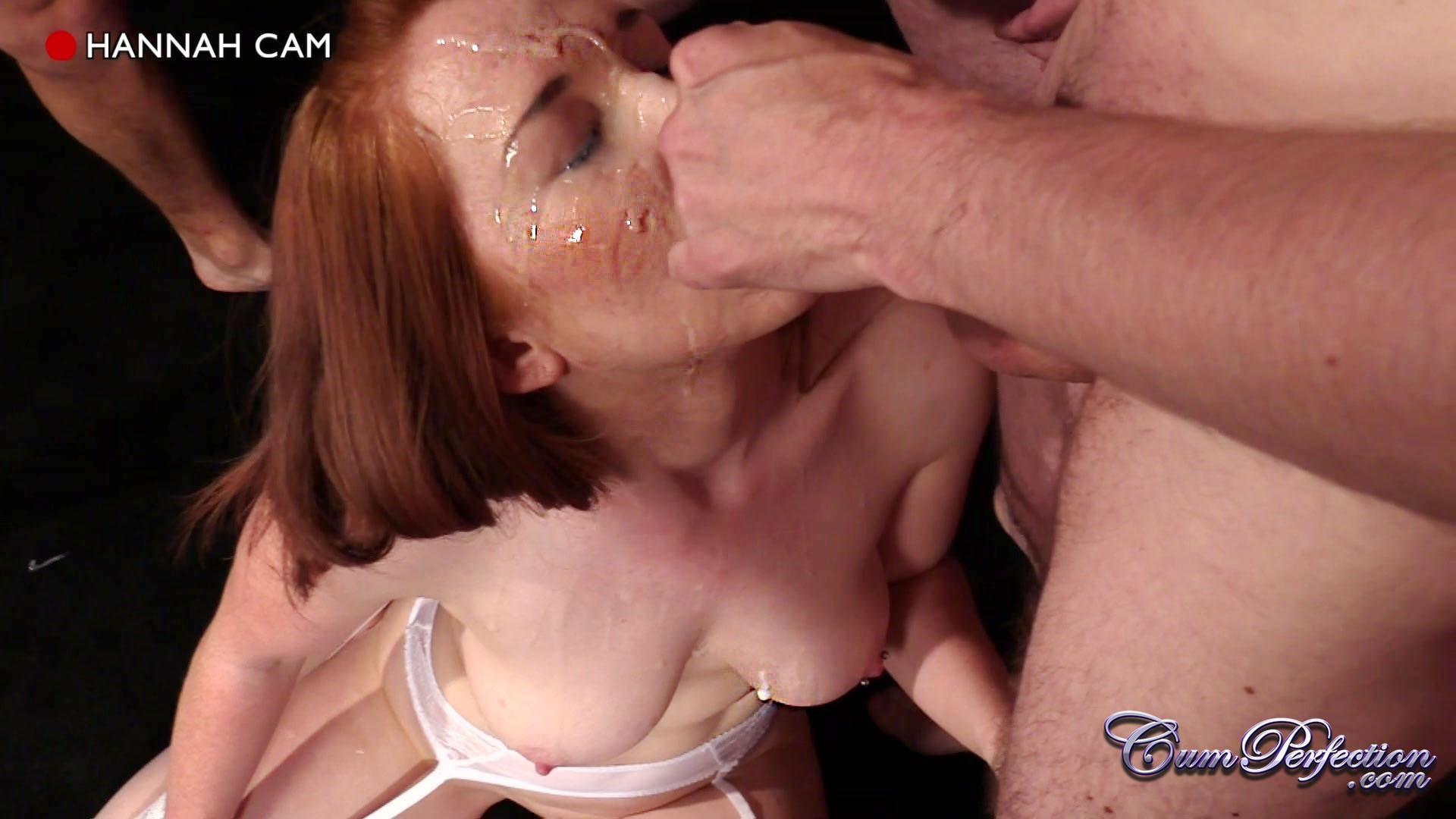 Рыжей шлюшке извергают огромное количество спермы на её личико
