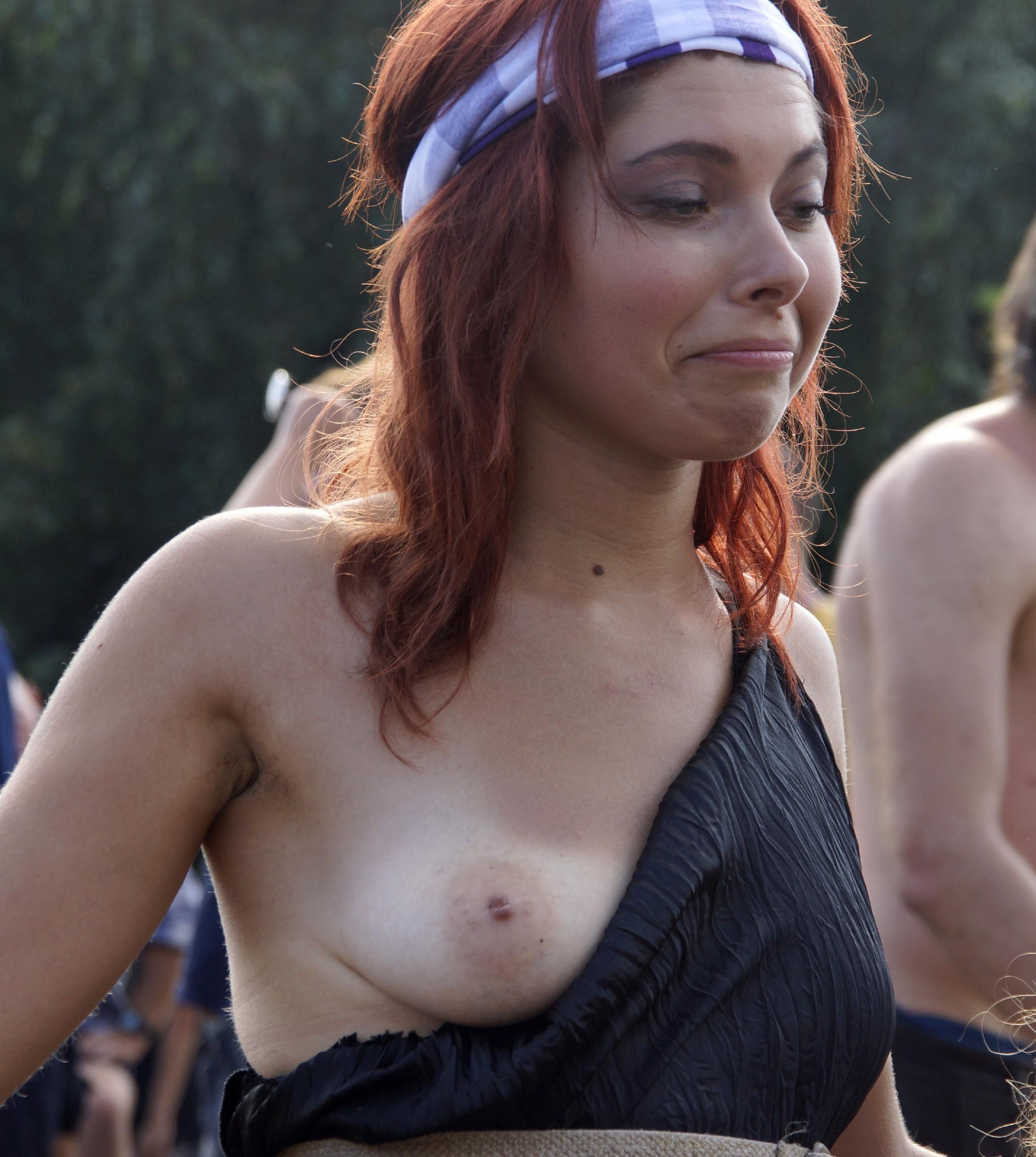 Подборка фото нудистов на пляже с голыми телами, попами и сиськами