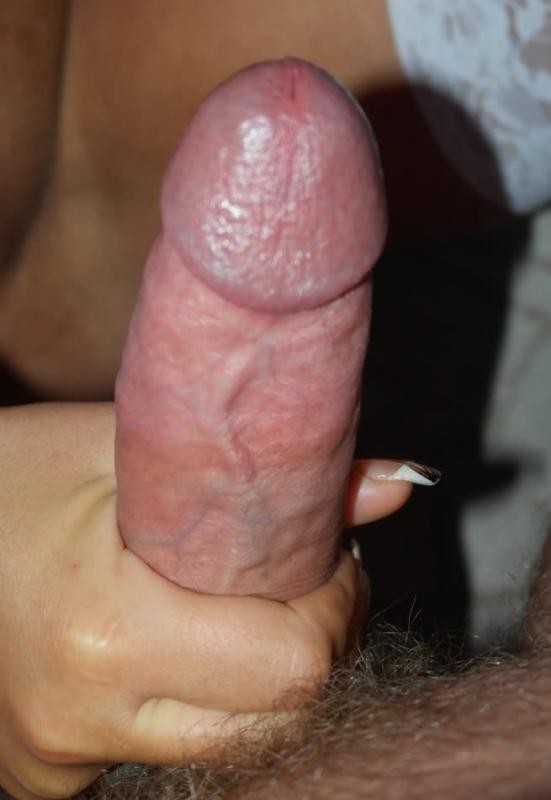 Любительская порнуха от блондинки, которая любит сосать пенис своего парня в укромном месте и сглатывать сперму