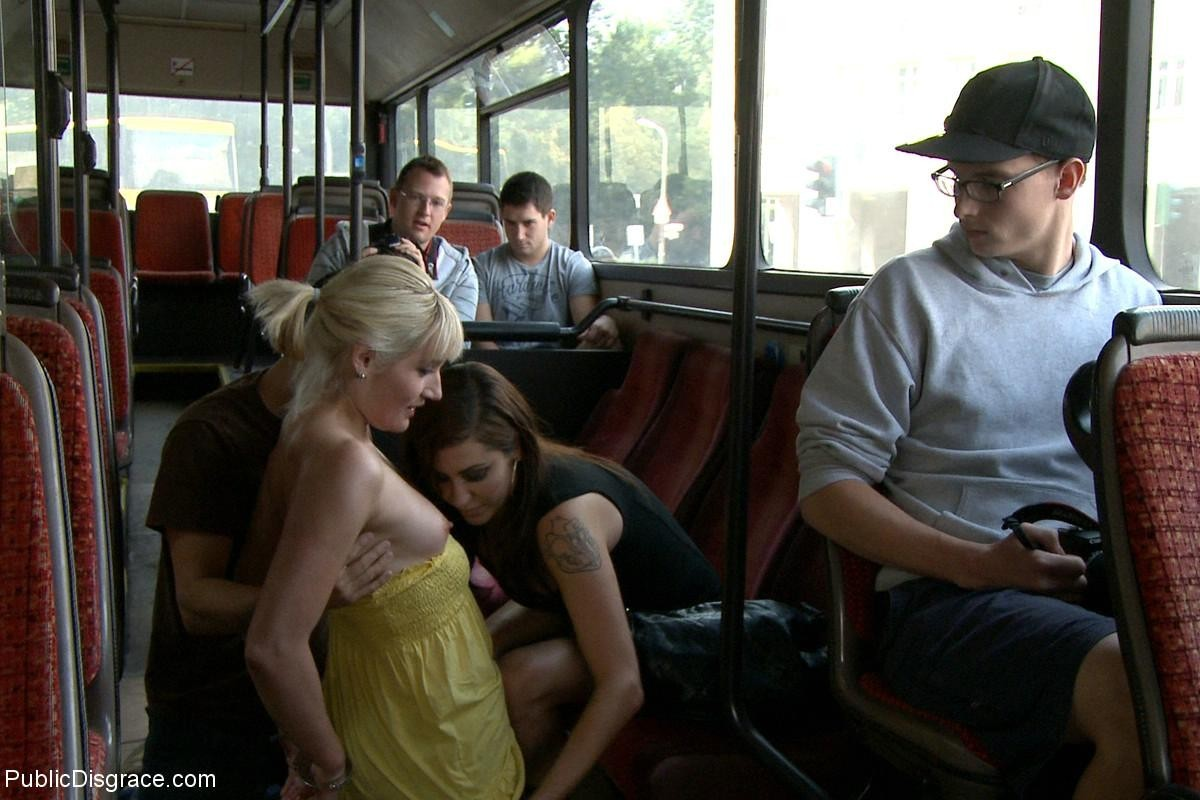 Блондинку ебут на публике в трамвае после длинного рабочего дня
