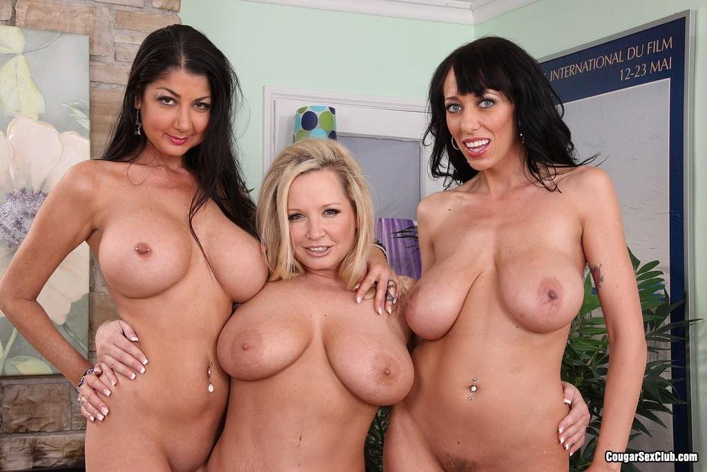 Три аппетитные самки оголят свои гладковыбритые пезды, аппетитные лесбиянки покажут свои задницы