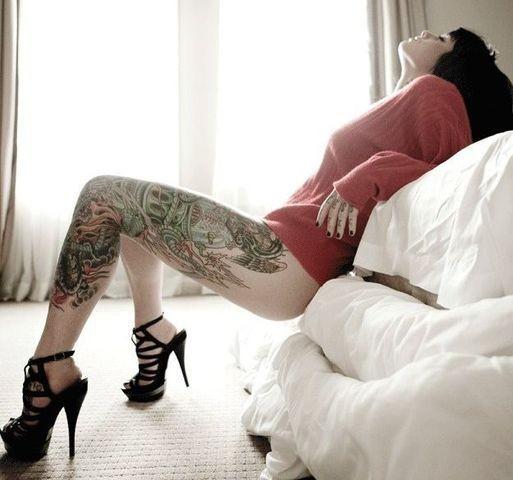 Филипийская красотка сделала новые интимные фото своего буфера