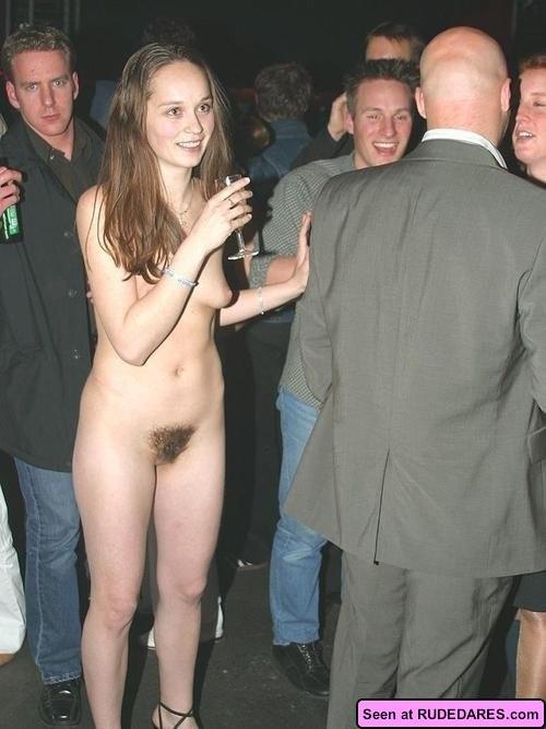 Подборка фотографий на любой вкус: красивые девки с голыми сиськами и разными пездами – бритыми и не очень