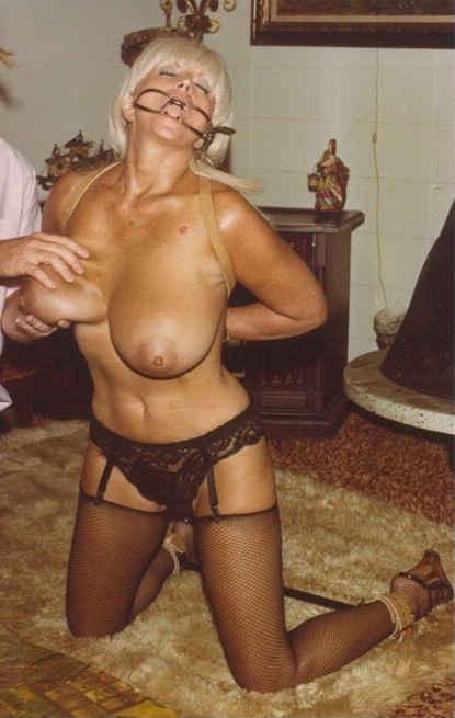 Ретро снимки понравятся тем, кто любит большие буфера и захочет рассмотреть опытную дамочку