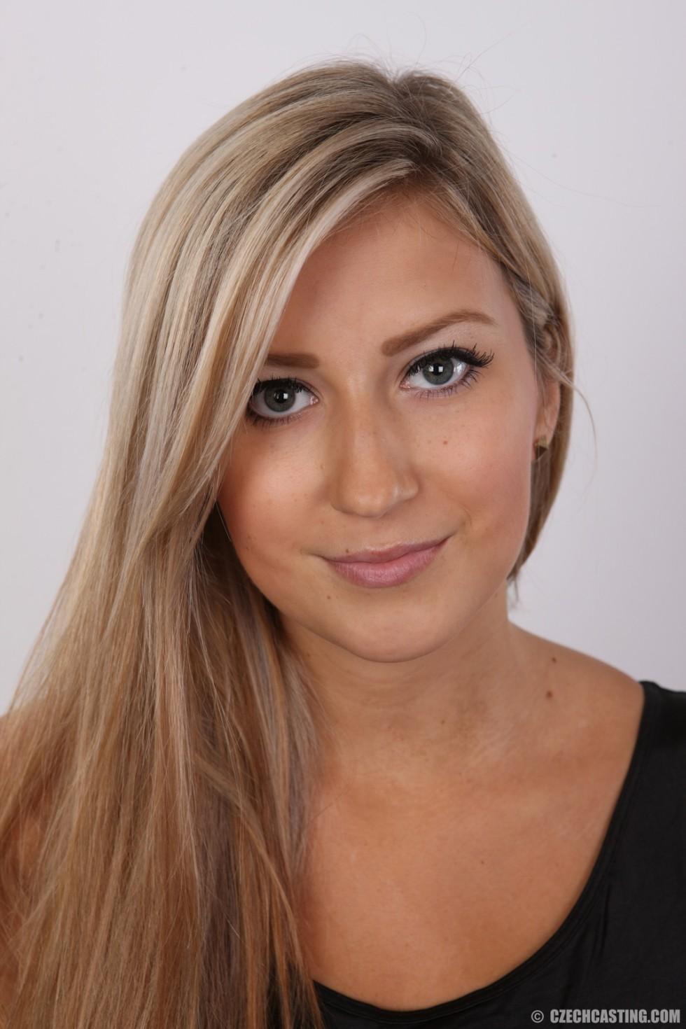 Сексуальная блондинка участвует в чешском кастинге и показывает себя во всей своей красоте