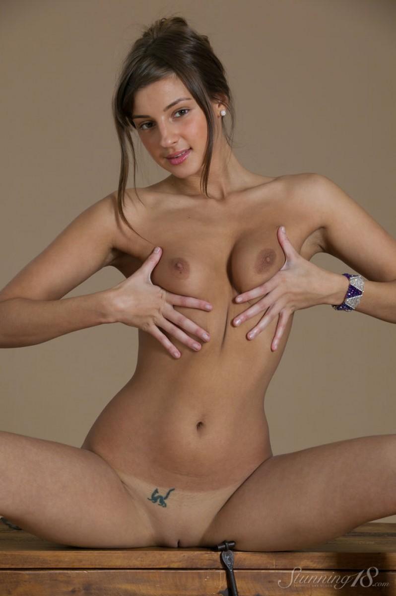 Мелена Тара – пластичная красотка с шикарной фигурой и обалденной кожей